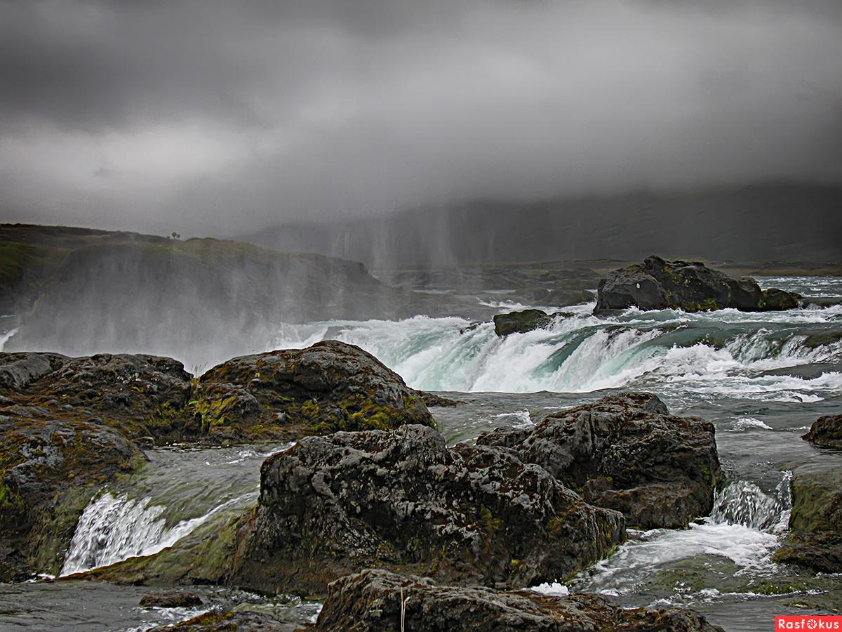 У начала водопада
