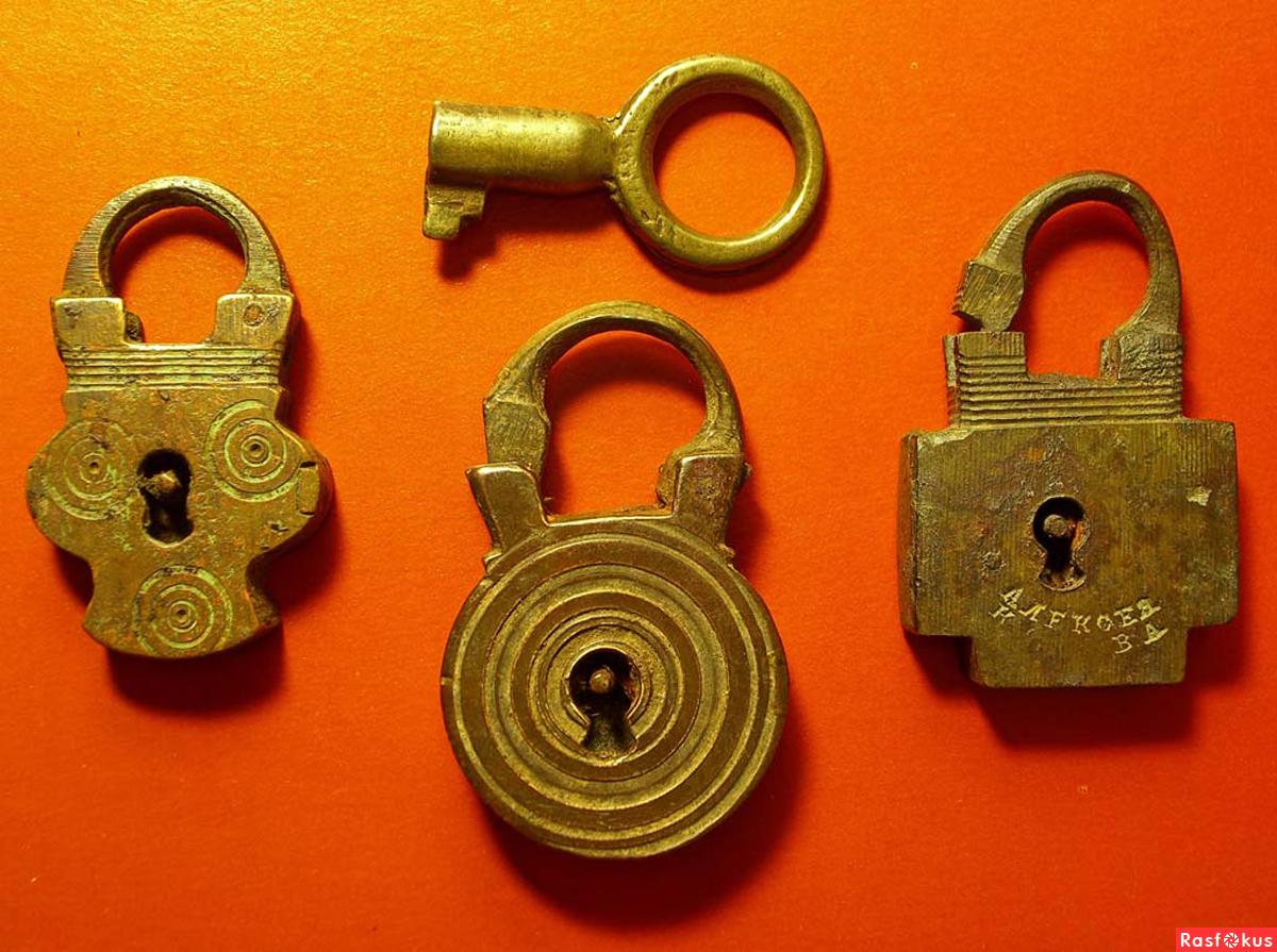 Коллекция Старинных Ключей И Замков