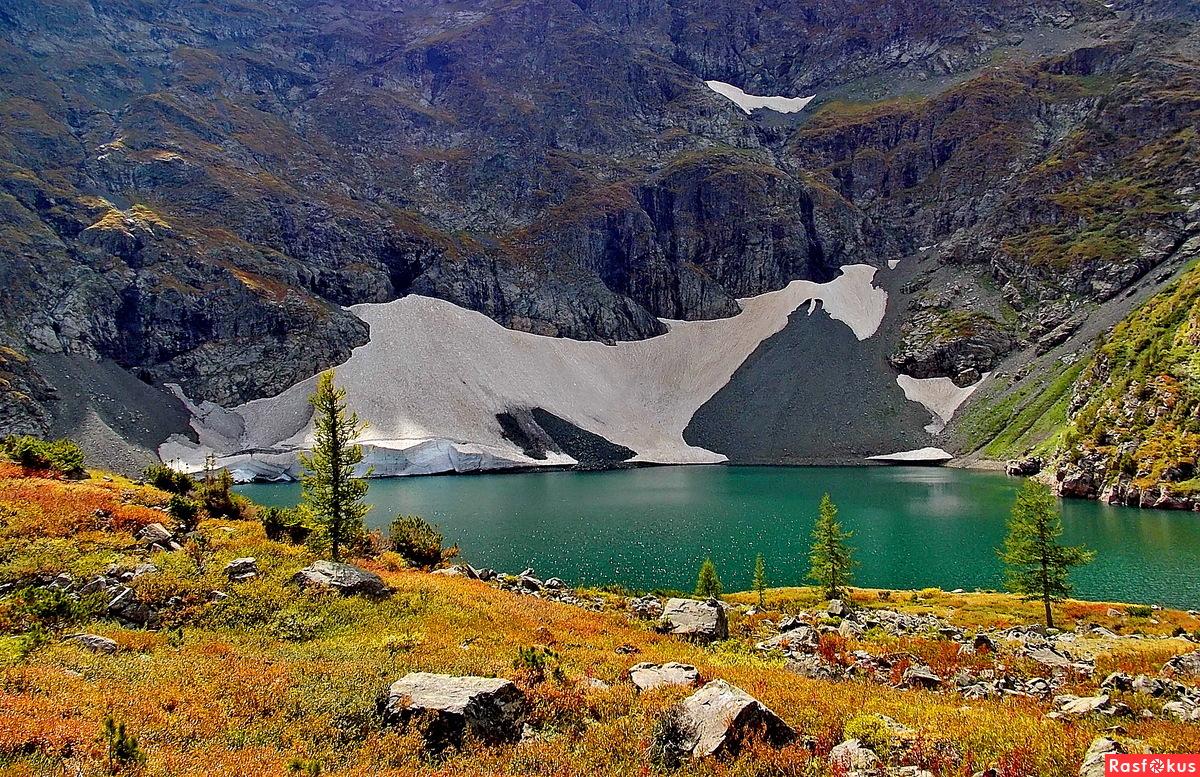 Озеро Красных гор