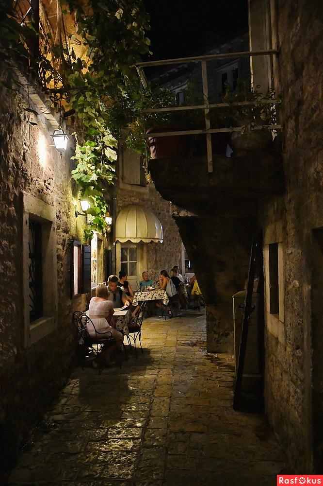 Будва. Вечер в старом городе