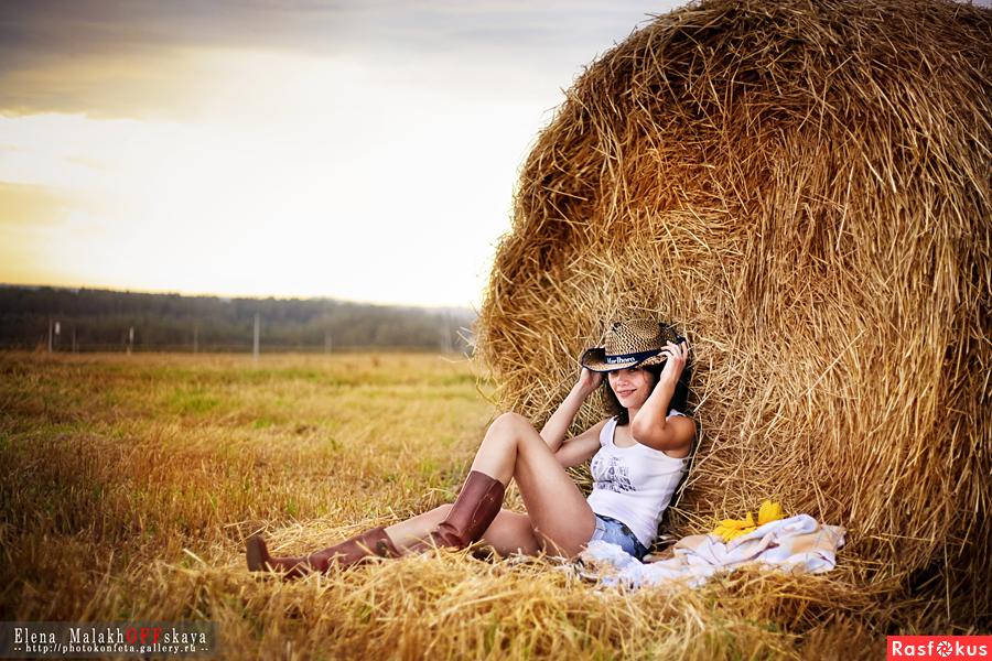 поиском идеи фотосессия на сене в поле вклад