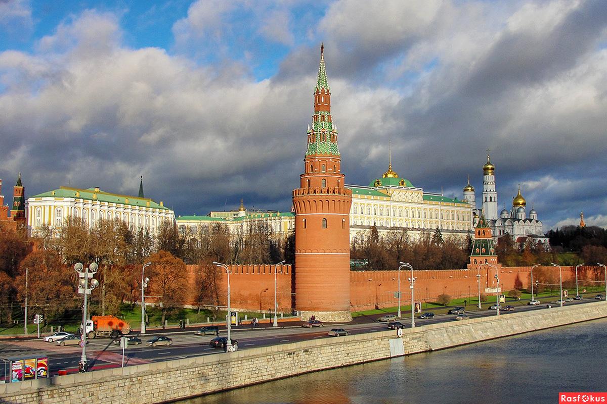 С кремлем знакомство