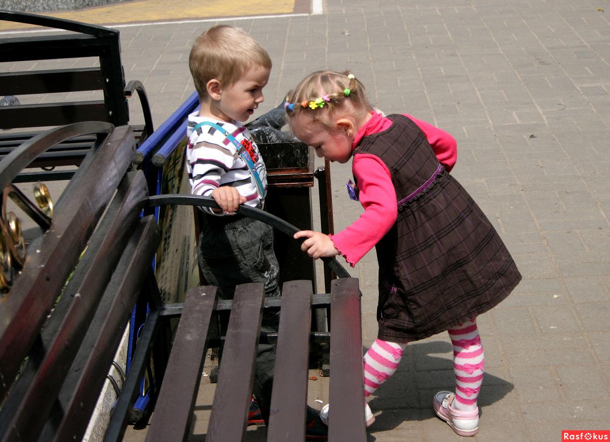 Детские фото между ног