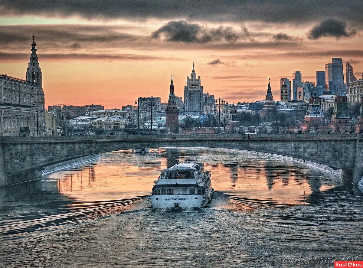 Прогулки по вечерней Москва-реке