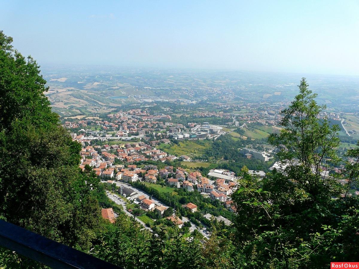 Италия. Сан Марино. Вид с крепостной стены.
