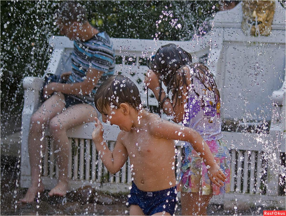Дети фонтан шутиха фото