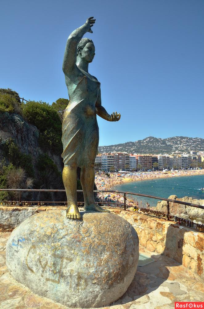 статуя жена рыбака dona marinera