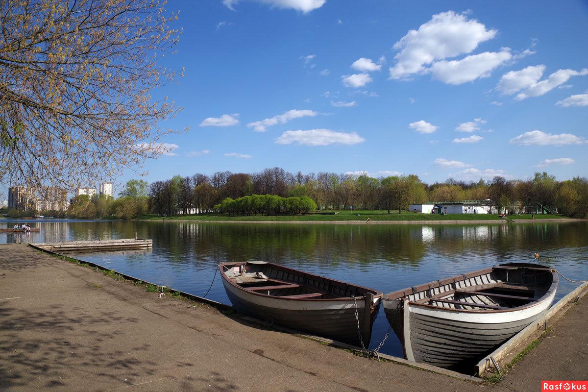 серебряно виноградный пруд лодка