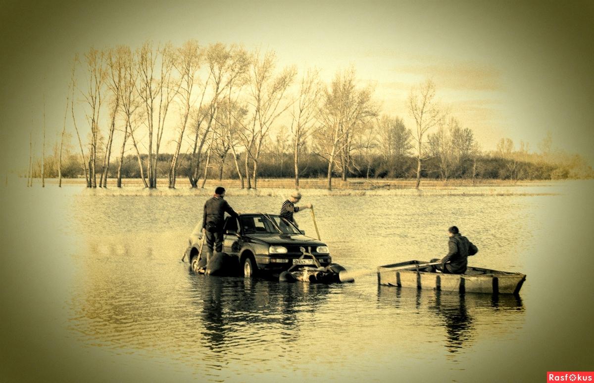 возвращается с рыбалки