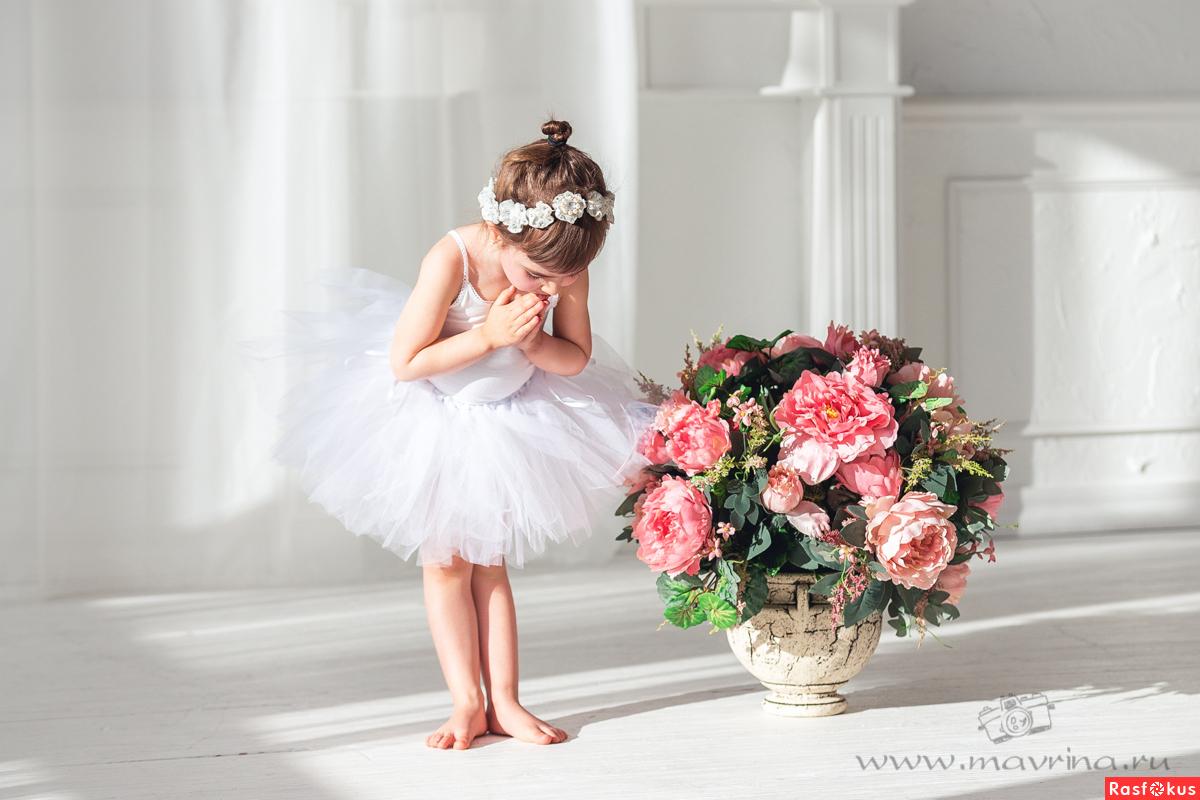 Балерина и цветы
