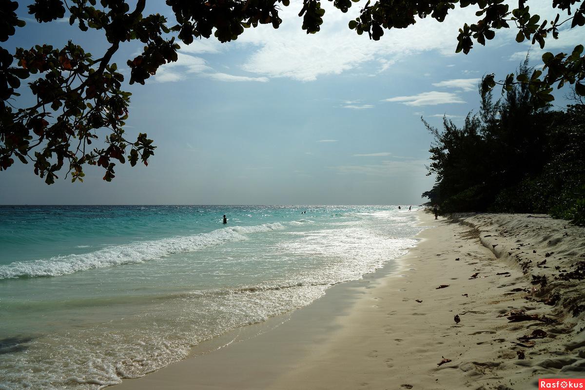 Пляж, уходящий за горизонт
