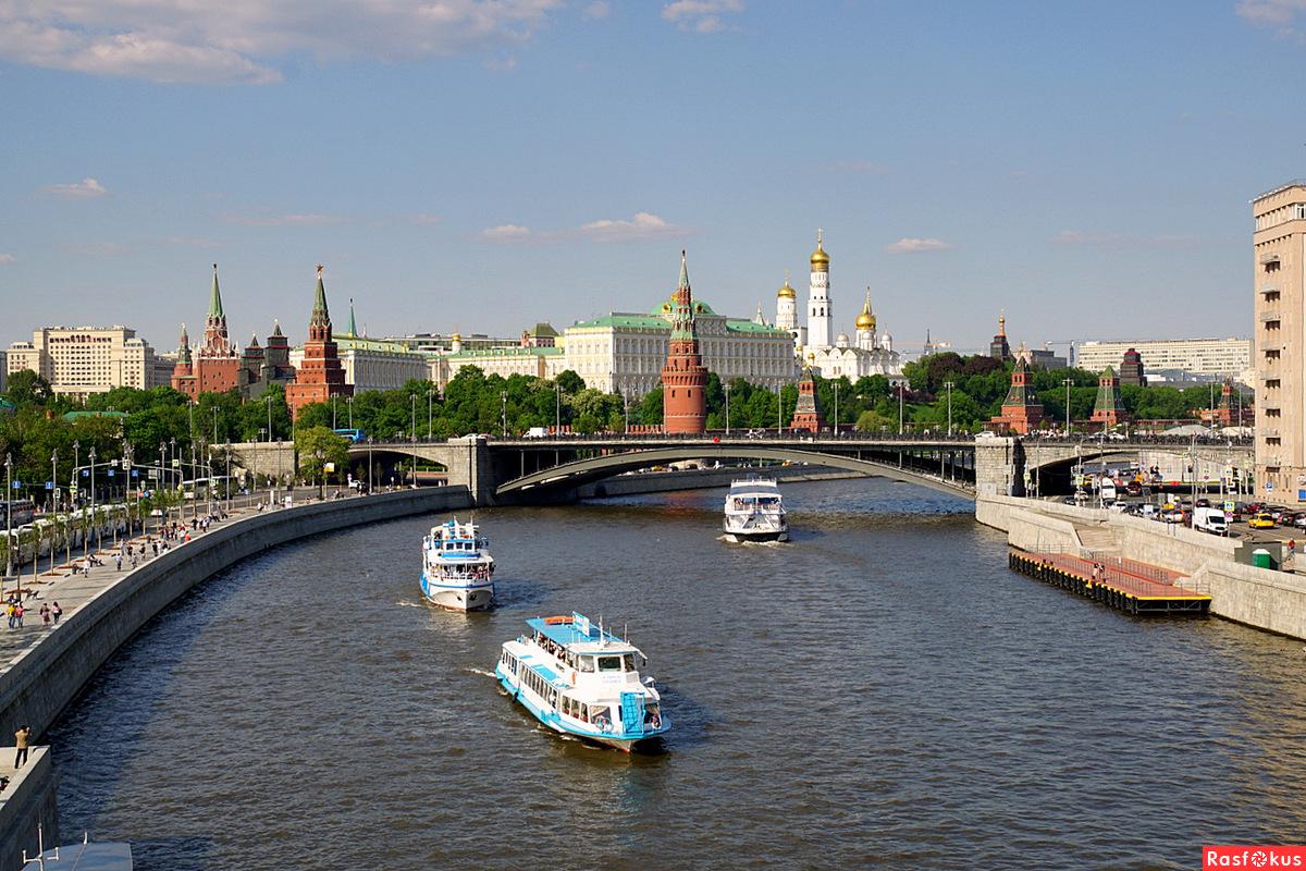Весеннее оживление на Москве-реке
