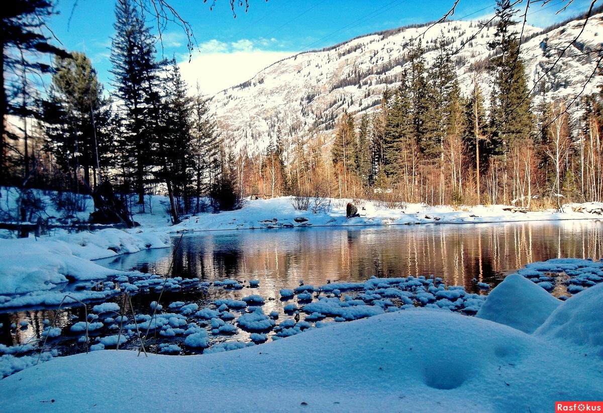 Гейзеровое озеро в тени
