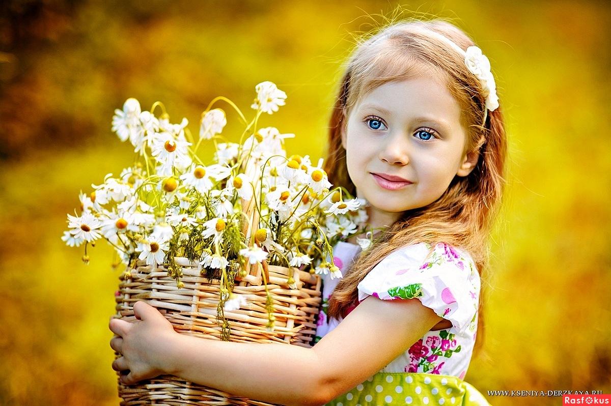 Фото детей с ромашкой