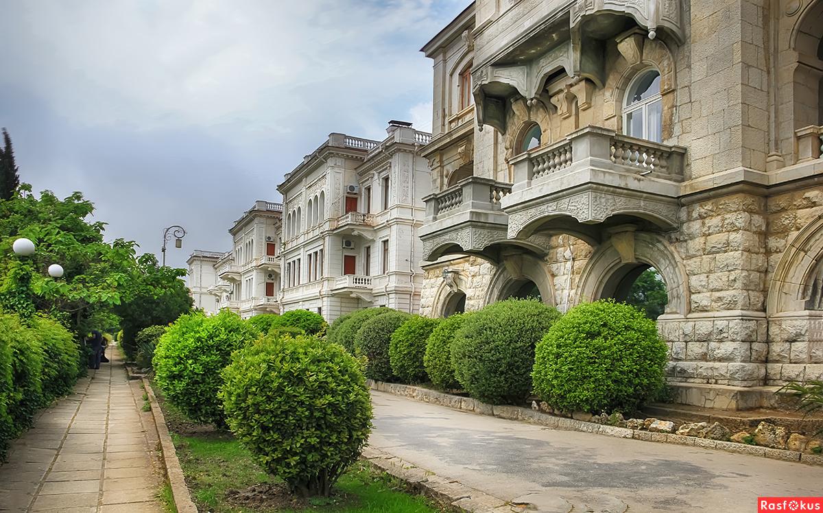 У Ливадийского дворца