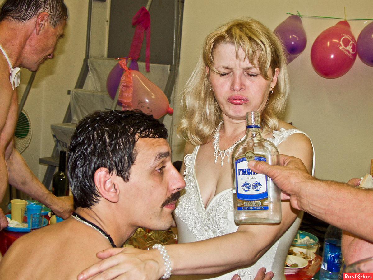 Пьяные женщины на свадьбах 10 фотография