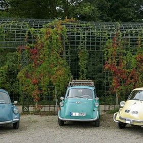 from left to right > HEINKEL Cabin Scooter, built from 1956-1958, BMW-Isetta, built from 1955-1962