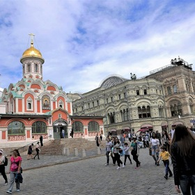 "the ""Kazan Cathedral"" and the department store ""GUM"" on the ""Red Square""..."