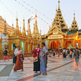 Shwedagon.Yangon. Myanmar. 55 tons of gold. p. 2