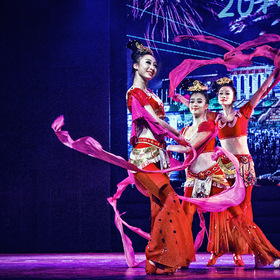 trio Chinese dancers in red