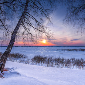 Evening on the bank of a frozen river