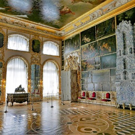 Inside the Catherine Palace ...