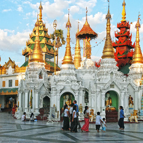 Shwedagon.Yangon. Myanmar. 55 tons of gold. p. 1